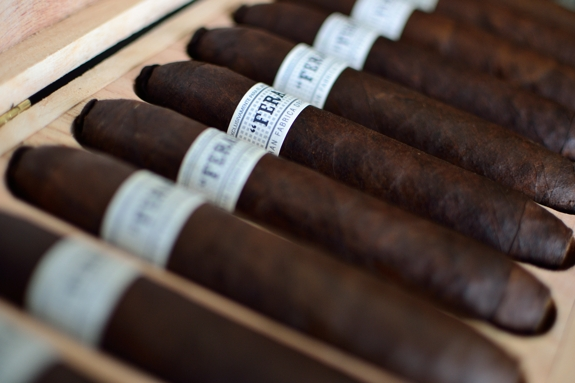 feral flying pig 2 Casas Fumando Top 10 Cigars of 2012